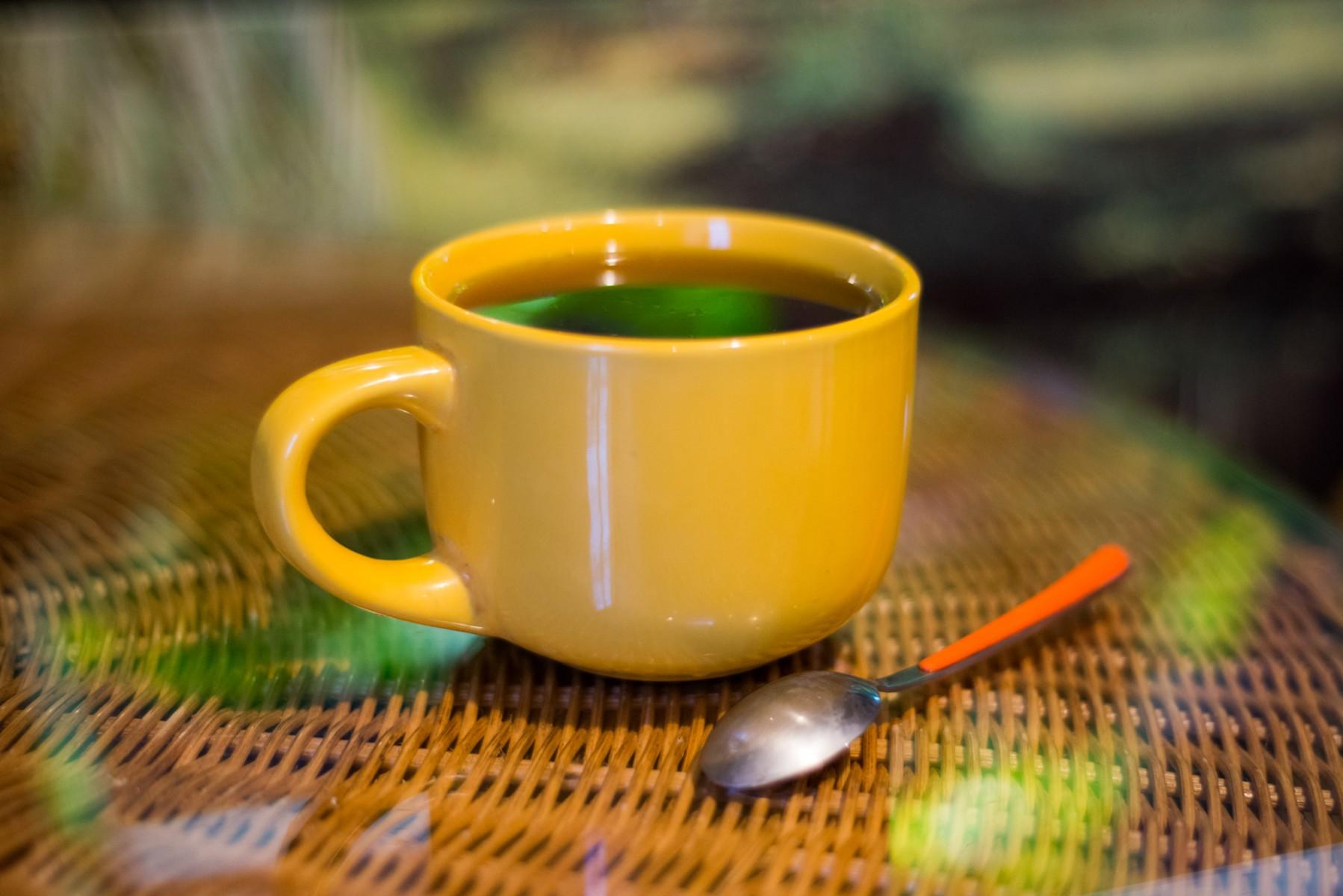 Можно ли оставлять ложку в чае?