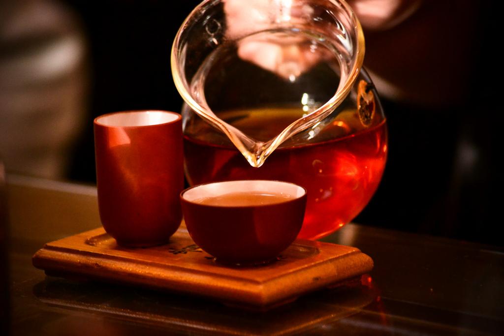 Яблоки и чай полезны для людей, пьющих спиртные напитки