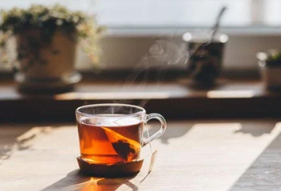 Простой напиток с имбирем и куркумой помогает достичь долголетия