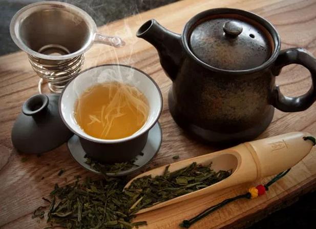 Неврологи советуют пожилым людям чаще пить чай