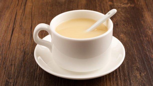 Ученые рассказали, почему чай с молоком вреден для здоровья