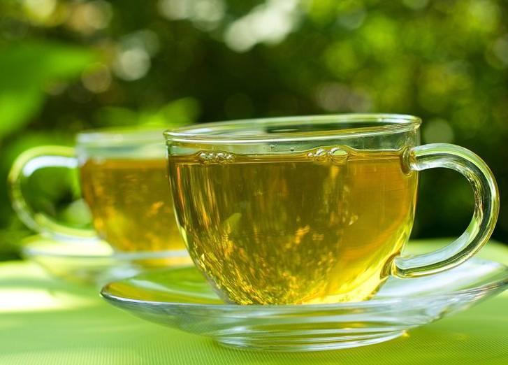Специи, ананас и зеленый чай помогают сжигать лишние калории