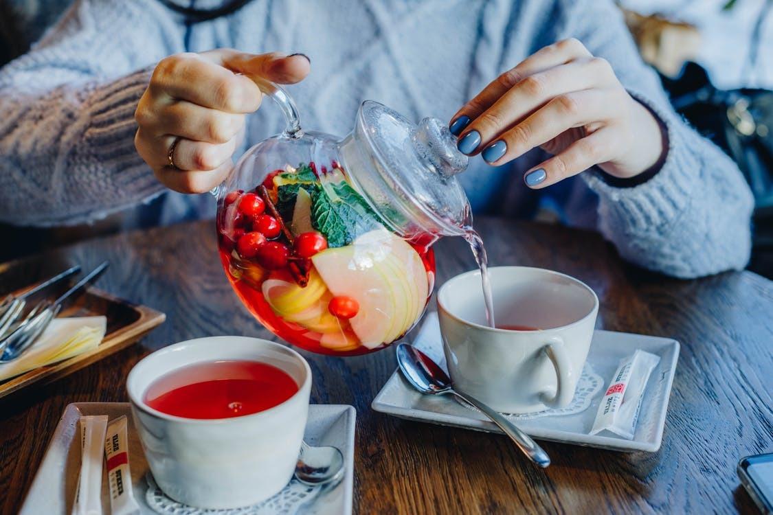 Медики рассказали, какой чай полезнее всего пить за завтраком