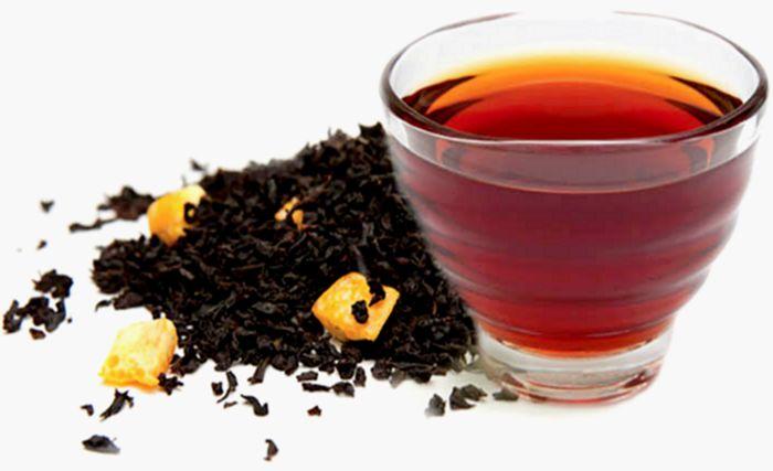 Справиться с пониженным давлением на работе поможет крепкий чай и курага