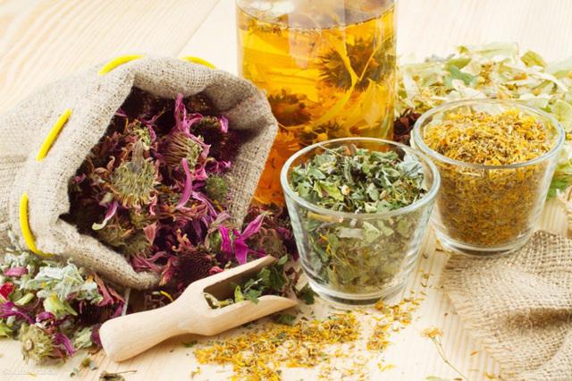 Отвары трав и травяные чаи расслабляют лучше алкоголя