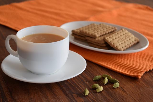 Чай с молоком: польза или вред напитка