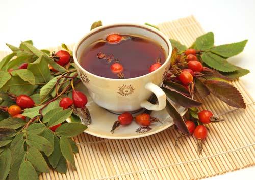 Чай из шиповника и рябины
