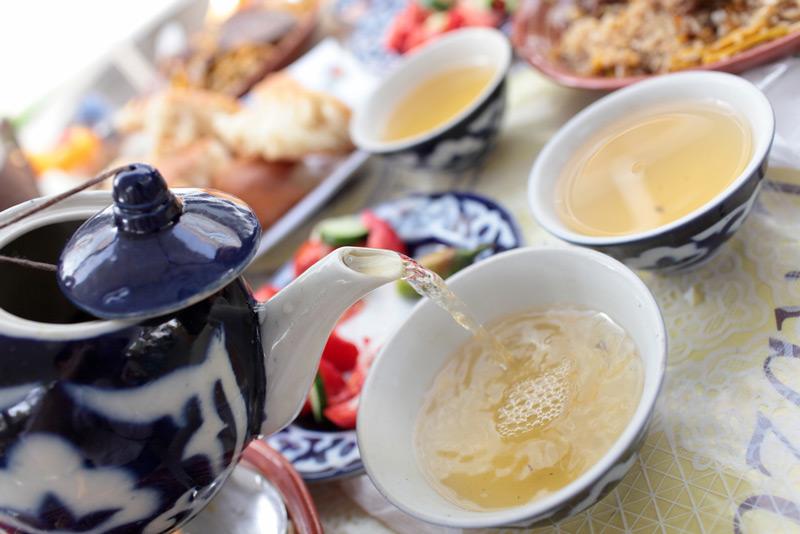 Диетологи не советуют пить чай с этими «добавками»