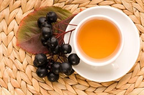 Чай с черноплодной рябиной (аронией): полезные свойства и рецепты