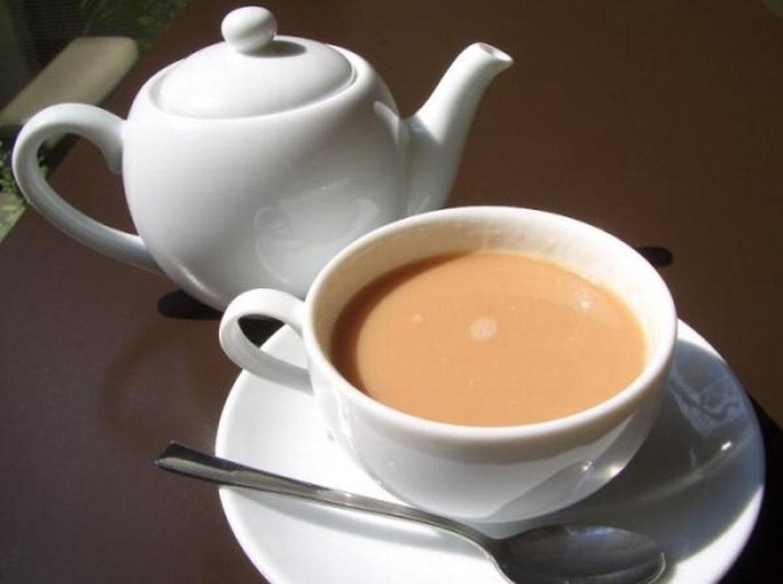 При высоком давлении черный чай показан только без молока