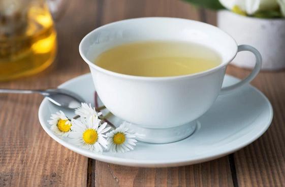 Природный антисептик и народное средство от нервов и головной боли. Все полезные свойства чая с ромашкой