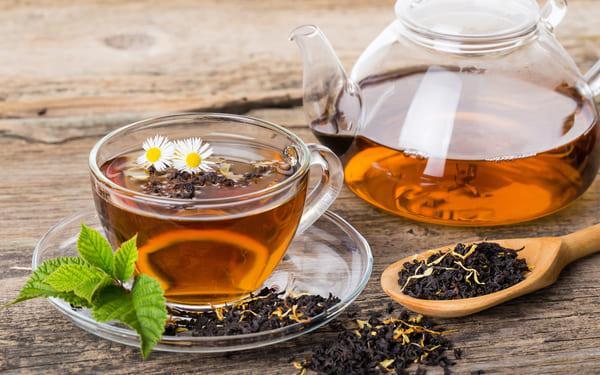 Почему разбавлять чай – плохая примета и как охладить напиток другим способом