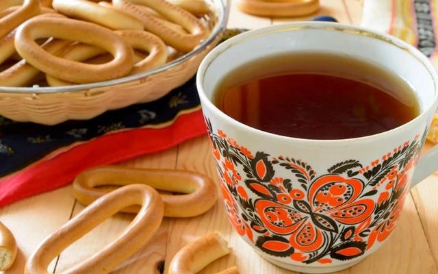 Знать и уметь: самые лучшие правила чаепития Вильяма Похлебкина