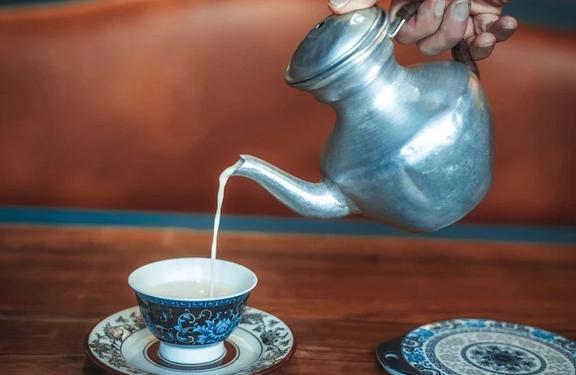 Адаптировали оригинальный рецепт тибетского чая, чтобы вы могли приготовить его самостоятельно