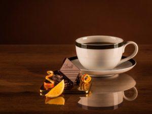 Медики предупредили об опасности чая и кофе с лимоном