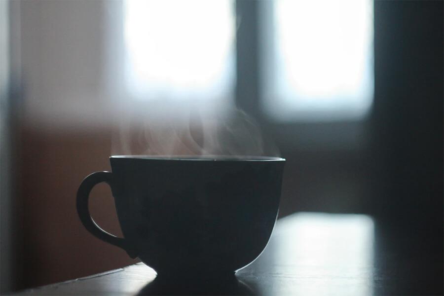 Врач: переболевшим коронавирусом следует отказаться от чая и кофе